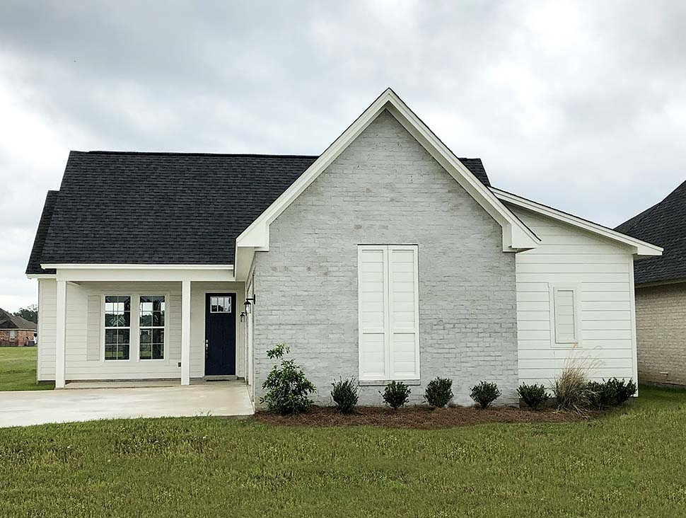 Cottage, Country, Farmhouse, French Country, Southern, Traditional House Plan 40047 with 3 Beds, 2 Baths, 2 Car Garage Picture 4
