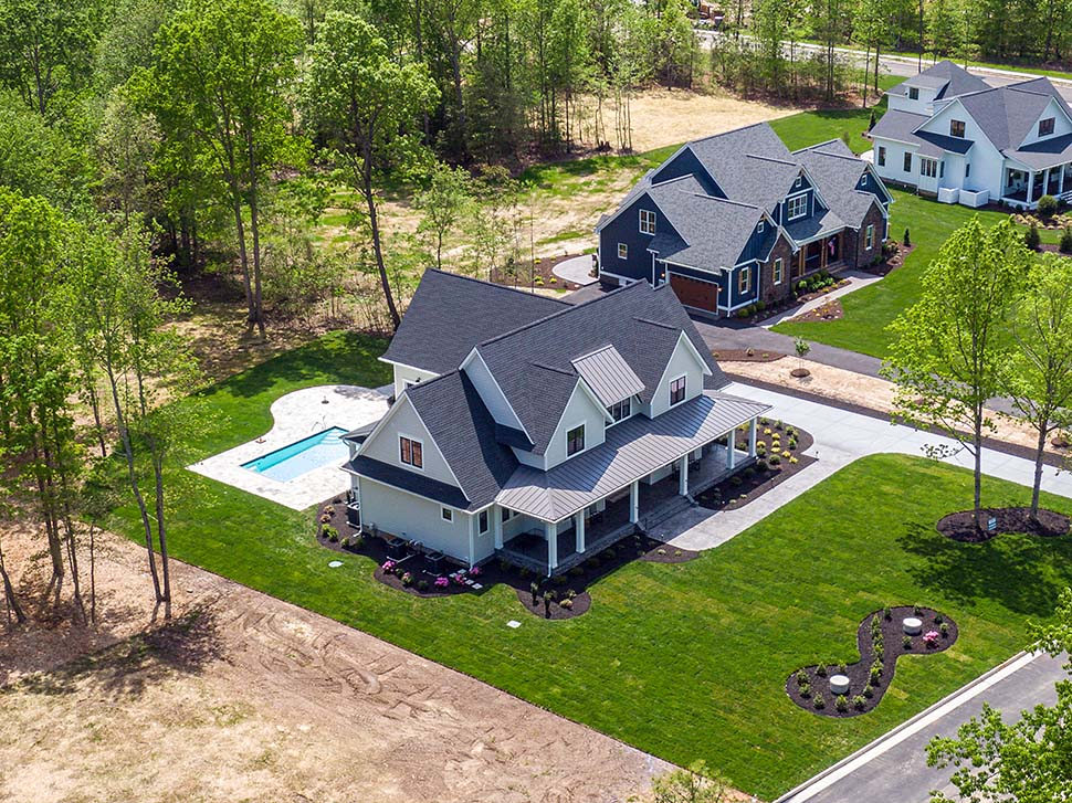 Country, Farmhouse, Traditional Plan with 3952 Sq. Ft., 4 Bedrooms, 4 Bathrooms, 3 Car Garage Picture 4
