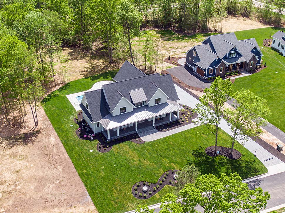 Country, Farmhouse, Traditional Plan with 3952 Sq. Ft., 4 Bedrooms, 4 Bathrooms, 3 Car Garage Picture 5