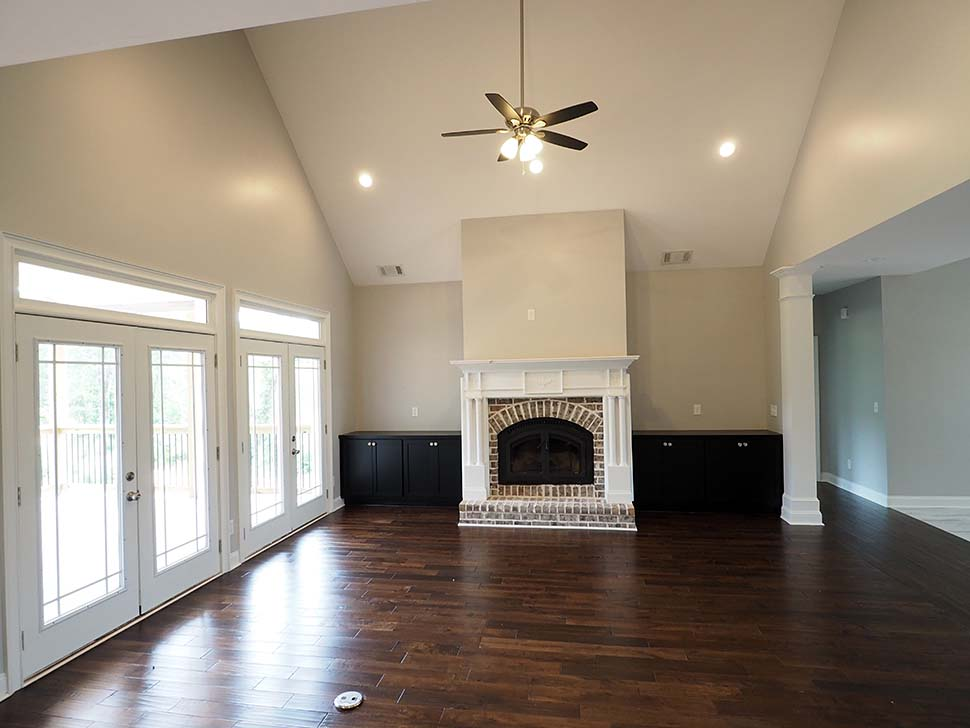 Craftsman, Traditional Plan with 2870 Sq. Ft., 3 Bedrooms, 4 Bathrooms, 2 Car Garage Picture 11