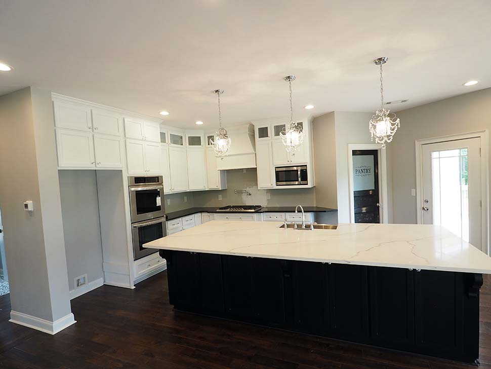 Craftsman, Traditional Plan with 2870 Sq. Ft., 3 Bedrooms, 4 Bathrooms, 2 Car Garage Picture 17
