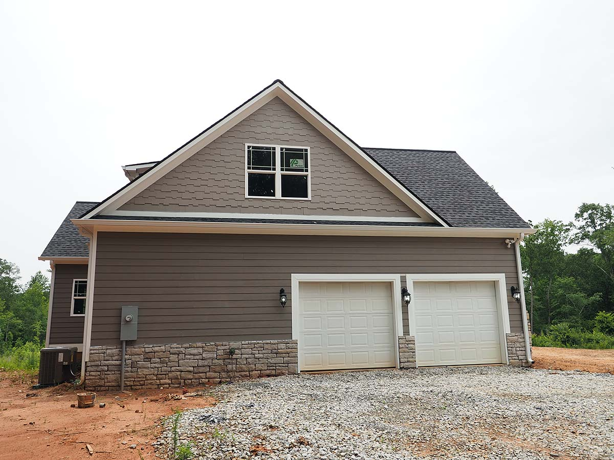 Craftsman, Traditional Plan with 2870 Sq. Ft., 3 Bedrooms, 4 Bathrooms, 2 Car Garage Picture 3