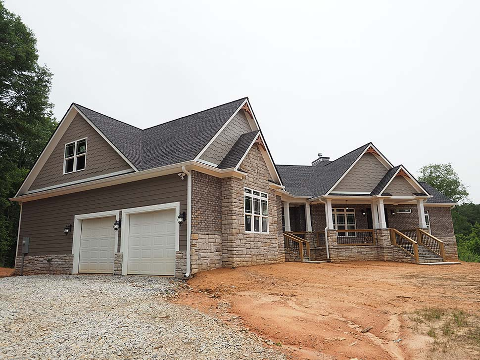 Craftsman, Traditional Plan with 2870 Sq. Ft., 3 Bedrooms, 4 Bathrooms, 2 Car Garage Picture 5