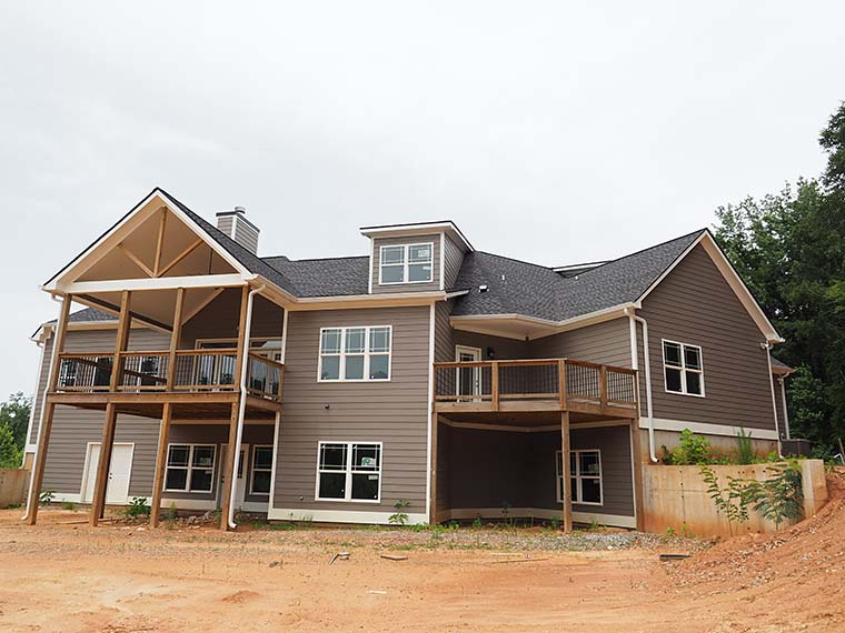 Craftsman, Traditional Plan with 2870 Sq. Ft., 3 Bedrooms, 4 Bathrooms, 2 Car Garage Picture 6