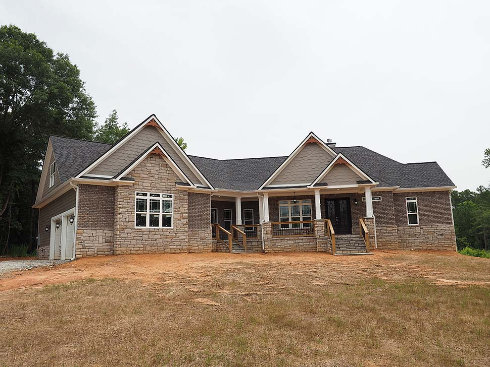 Craftsman, Traditional Plan with 2870 Sq. Ft., 3 Bedrooms, 4 Bathrooms, 2 Car Garage Picture 7