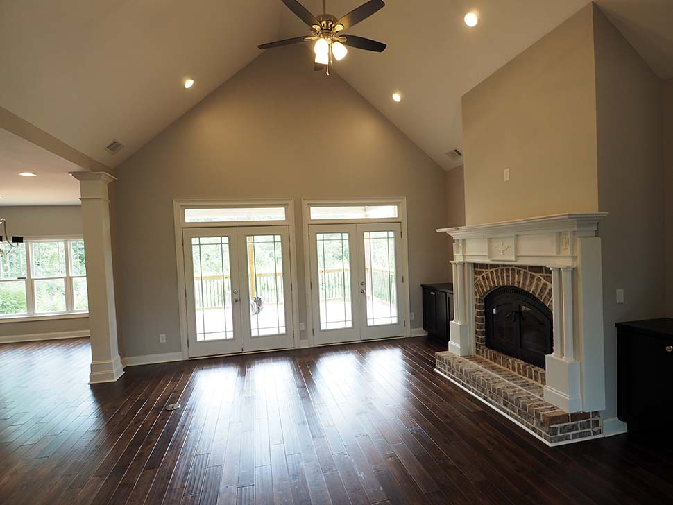 Craftsman, Traditional Plan with 2870 Sq. Ft., 3 Bedrooms, 4 Bathrooms, 2 Car Garage Picture 10