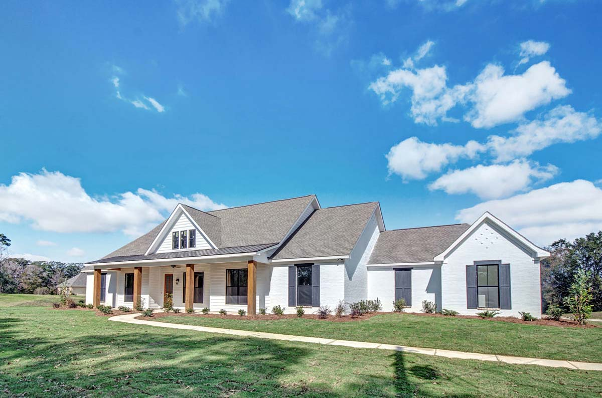 Craftsman, Farmhouse, Traditional House Plan 74637 with 4 Beds, 3 Baths, 2 Car Garage Picture 1