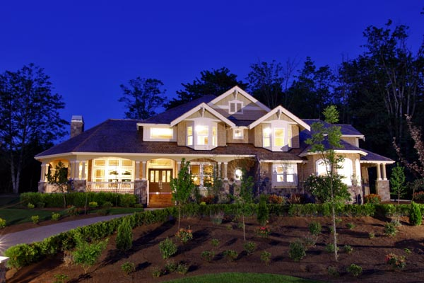 Dramatic night time curb appeal
